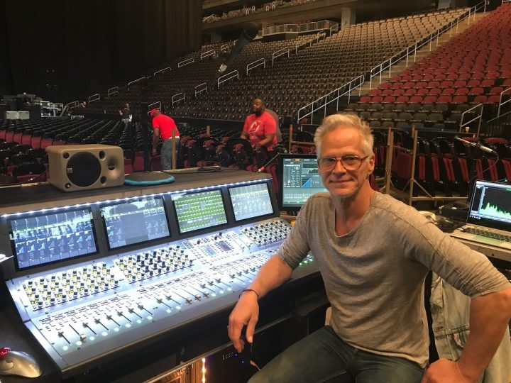 Wayne Trevisani on Tour with Maxwell and S6L